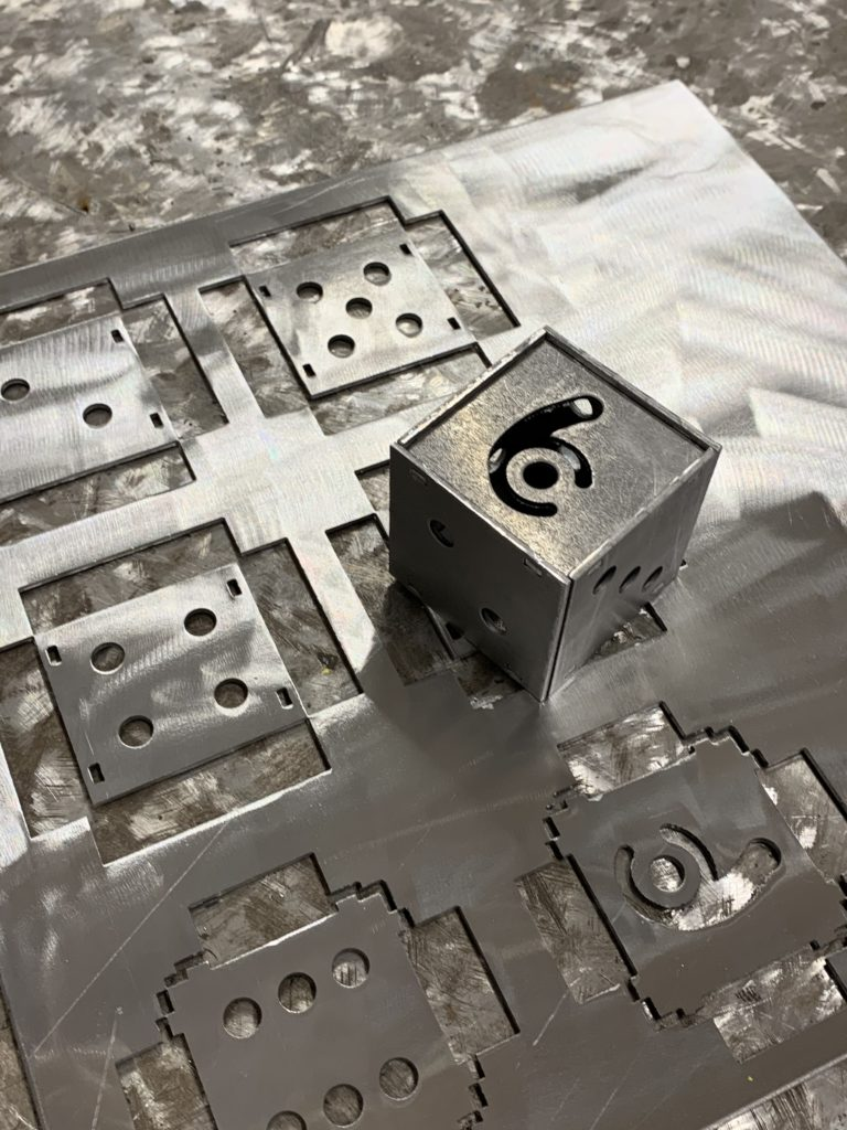 Cube poinçonné